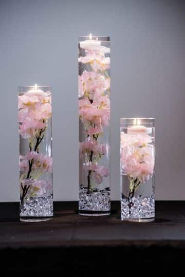 centros de mesa con frascos y velas de orquideas