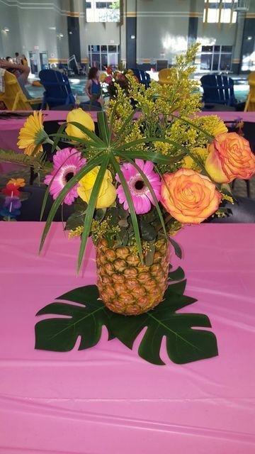 centros de mesa para fiestas hawaianas sencillos