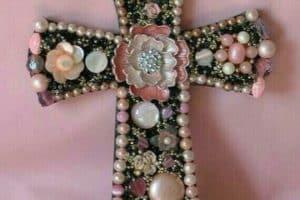 Recuerdos y regalos de cruces de madera decoradas