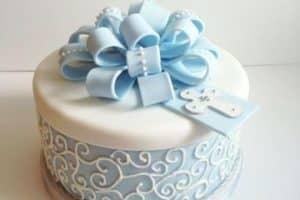 Diferentes diseños de pasteles para bautizo de niño