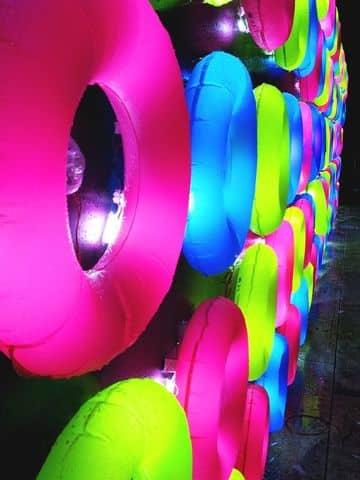 accesorios neon para fiestas en piscinas