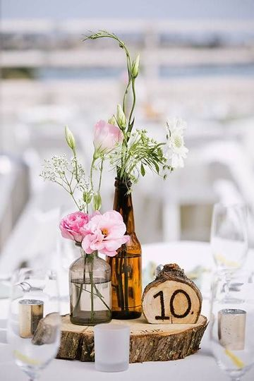 adornos con troncos de arboles para bodas