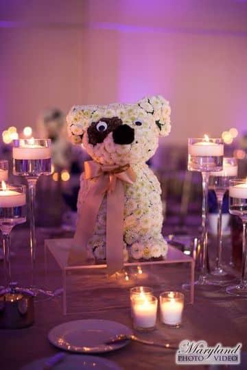 centro de mesa de animales hechos con flores