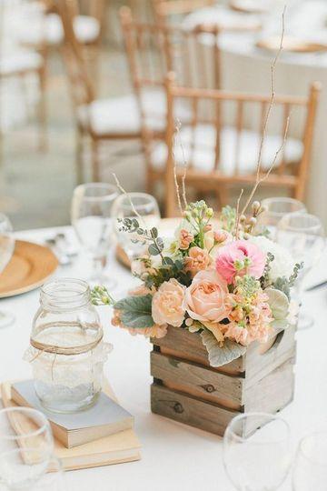 centros de mesa artificiales para boda sencilla
