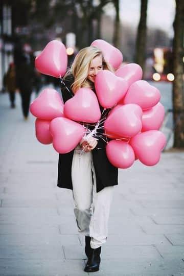globos de corazon con helio en rosa