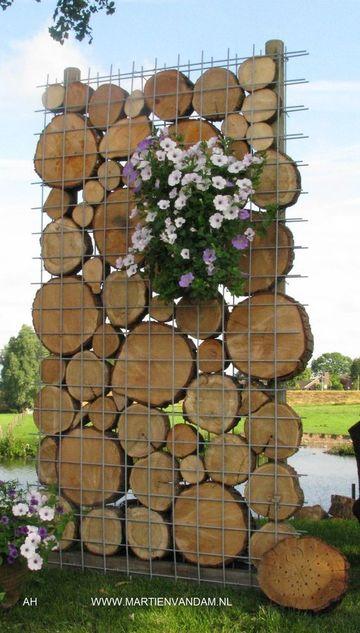 jardines decorados con troncos estilo pared
