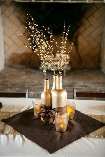 arreglos de mesa con botellas elegantes
