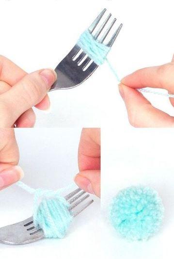 como se hacen los pompones de lana con tenedor