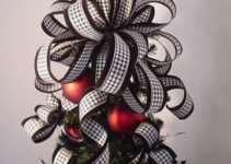 Materiales y diseños de moños navideños para arbol