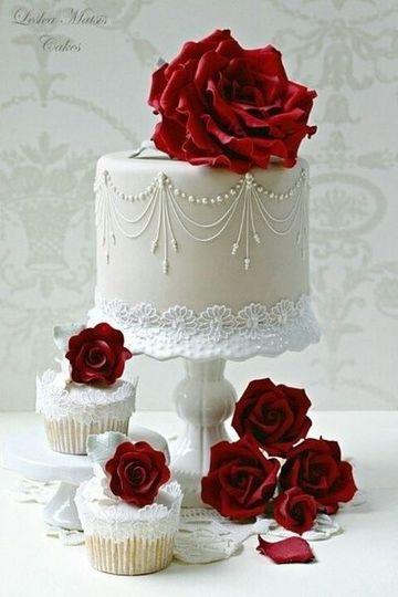 pasteles con rosas naturales para bodas