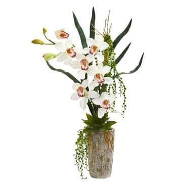 adornos con flores artificiales en floreros