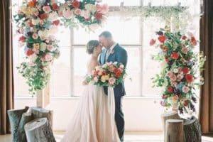 Preciosos arcos decorados para bodas de ensueño