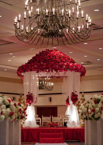arreglos de altares con telas y flores