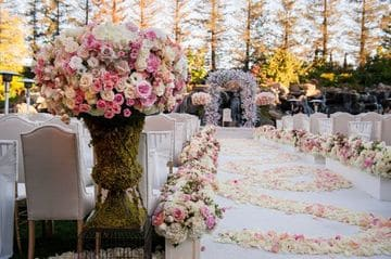 arreglos florales para boda religiosa al aire libre