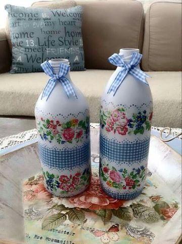 botellas de vidrio decoradas con servilletas estampadas