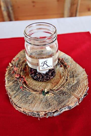 centros de mesa con frascos de cafe rusticos