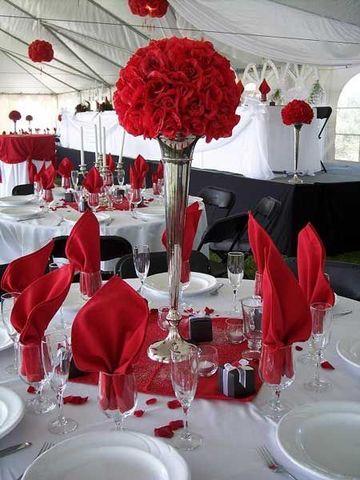 decoracion en rojo para matrimonio con blanco y negro