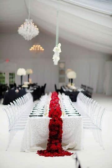 decoracion en rojo para matrimonio sencillo