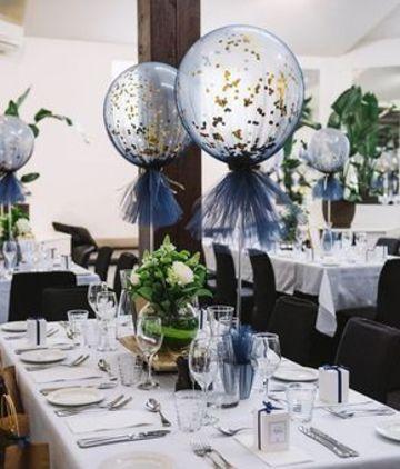 centros de mesa con globos y tul elegantes