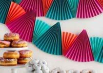 Coloridos y creativos adornos de papel para cumpleaños