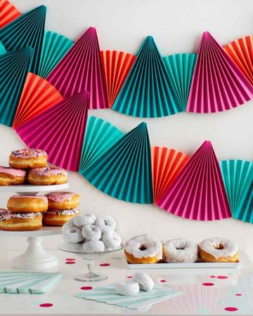 adornos de papel para cumpleaños faciles y bonitos