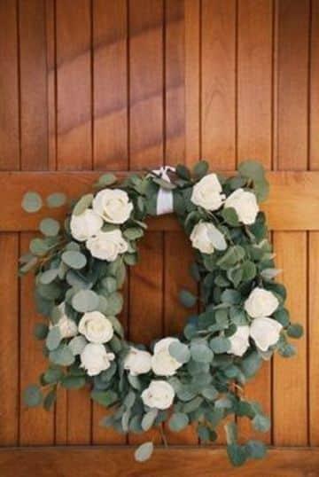 como hacer arreglos florales para iglesias con rosas
