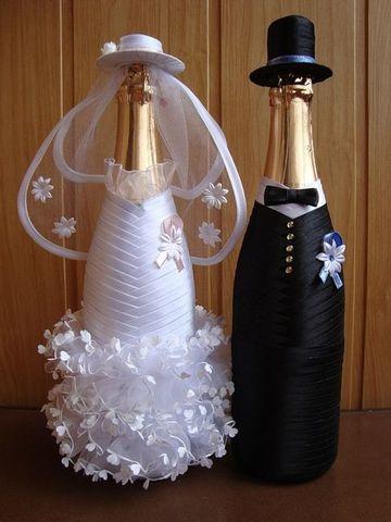 decoracion de botellas para boda vestidas de novios
