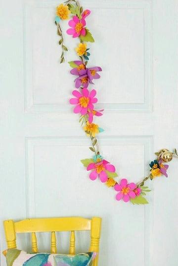 como hacer guirnaldas de flores de papel