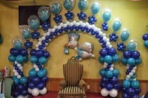 Cuatro maneras de hacer un arco de globos para baby shower