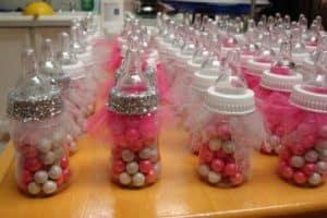 Preciosos recuerdos y prácticos biberones para baby shower