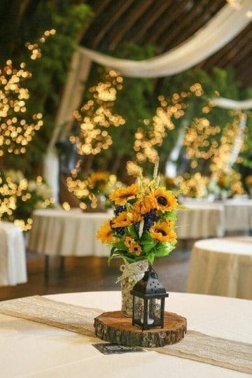 centros de mesa con girasoles sencillos