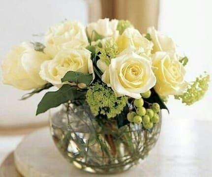centros de mesa con peceras y flores