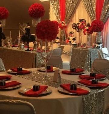 decoracion de fiesta en rojo y dorado para 15 años