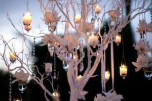 4 elegantes centros de mesa con ramas secas para bodas