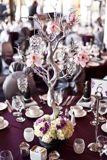 elegantes centros de mesa con ramas secas
