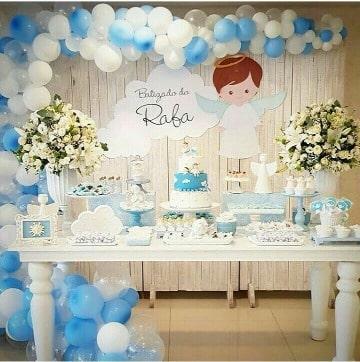 decoracion con arreglos con globos para bautizo
