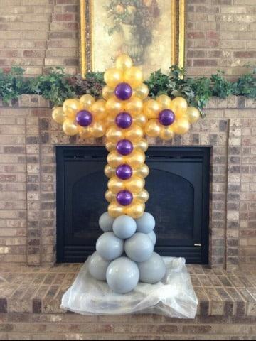 ideas de arreglos con globos para bautizo