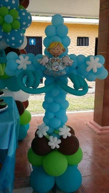 imagenes de arreglos con globos para bautizo