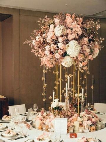 originales centros de mesa con floreros