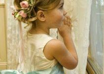 Sencillos peinados con flores para niñas 3 años