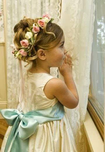peinados con flores para niñas primera comunion