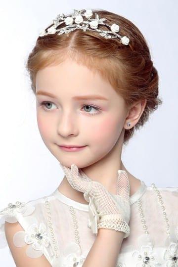 peinados con tiara para niñas elegantes