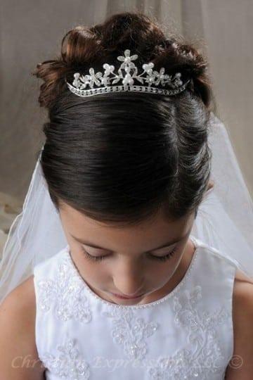 peinados con tiara para niñas en comunion
