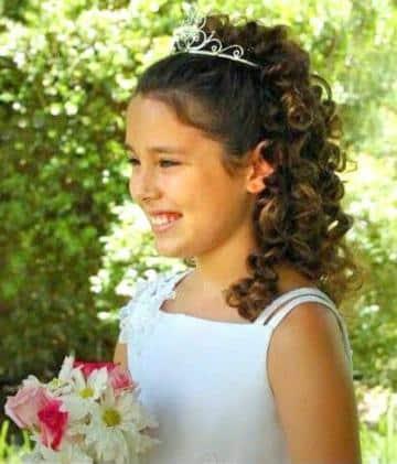 peinados de comunion para niñas con pelo rizado
