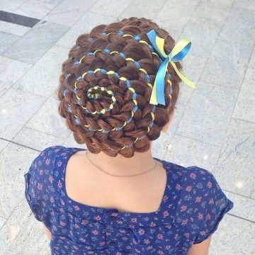 peinados de niñas con cintas trenza en espiral