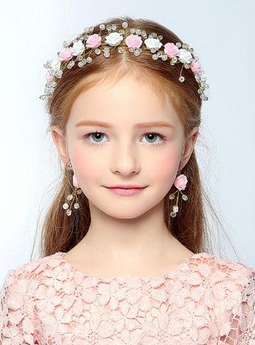 tendencias de peinados con tiara para niñas