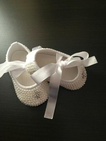 zapatos de bautizo para niña con perlas