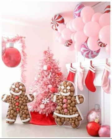 bonita decoracion navideña con globos