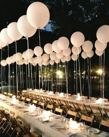 elegantes centros de mesa con globos