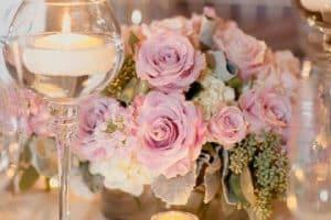 4 hermosos estilos de centros de mesa con flores